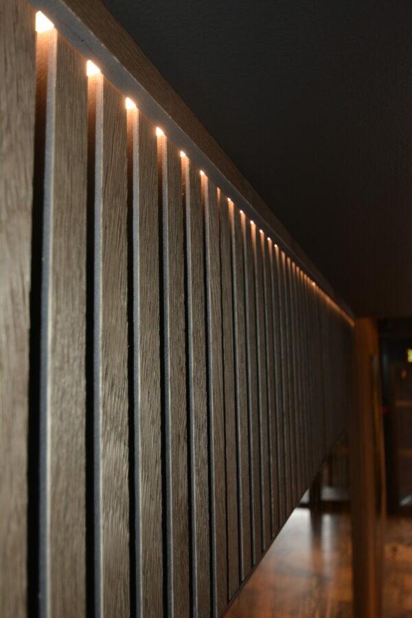 bruk-led-striper-for-aa-lage-stilige-lysdetaljer-sammen-med-spilepanelene