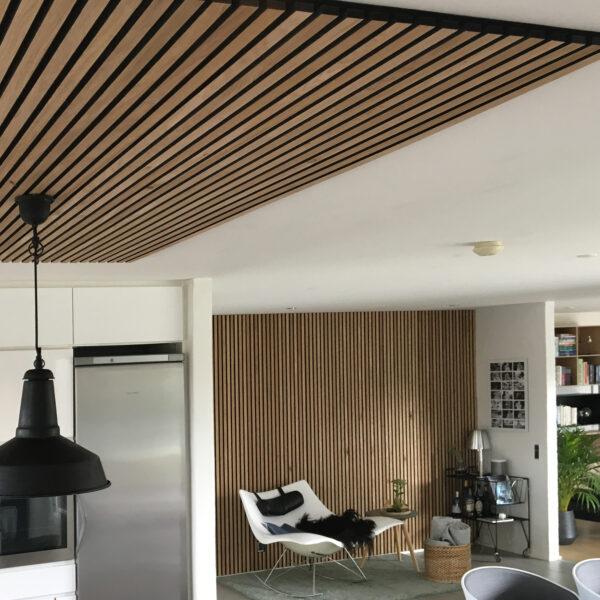 spilepanelene-fra-woodupp-er-perfekt-til-taket-og-demper-akustikken-i-rommet